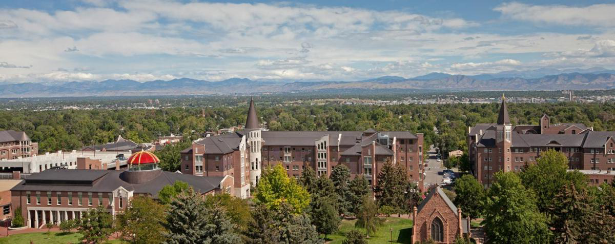 正规体育投注 campus with Rocky Mountains
